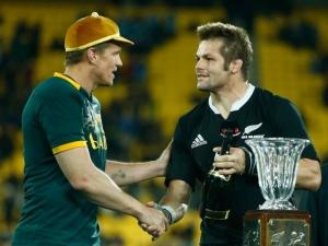 Jean_de_Villiers_Richie_McCaw_South_Africa_New_Zealand_handshake
