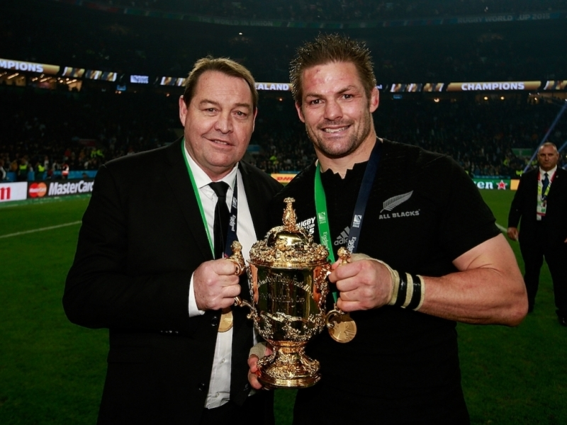 Steve_Hansen_Richie_McCaw_Rugby_World_Cup_trophy_Twickenham